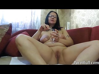 Mature milf pissing and smoking urine fetish