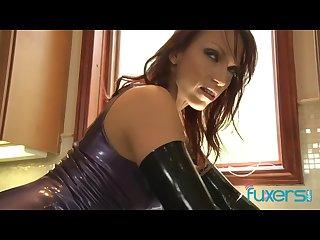 Nikki Hunter kinky latex MILF