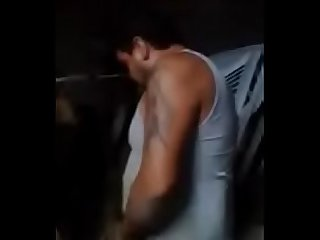 Borracho se desnuda