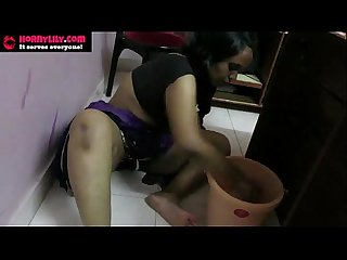 Indian porn videos of mumbai kaamwali bai cleaning floor naked