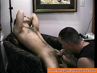 Straight guy enjoys first gay bj