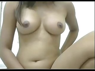 Desi girl showing her sexy body in webcam