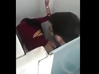 Indian girl sex in toilet