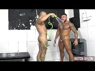 Sexo com gostosos no banheiro pornface net