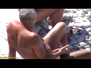 Daddies pillados en la playa