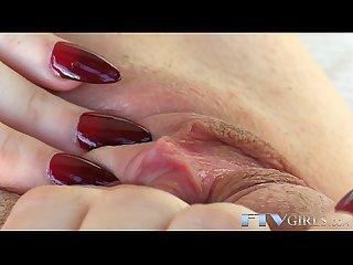 Masturbating amateur babe