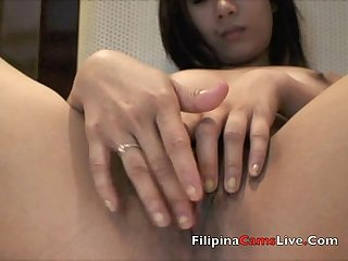 Asiancamslive com model fingers her asian filipina pussy