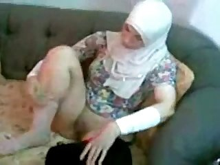 Arab amateur couple loves hard homemade fuck