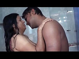 Aunty bathing romance with B( . )( . )B press